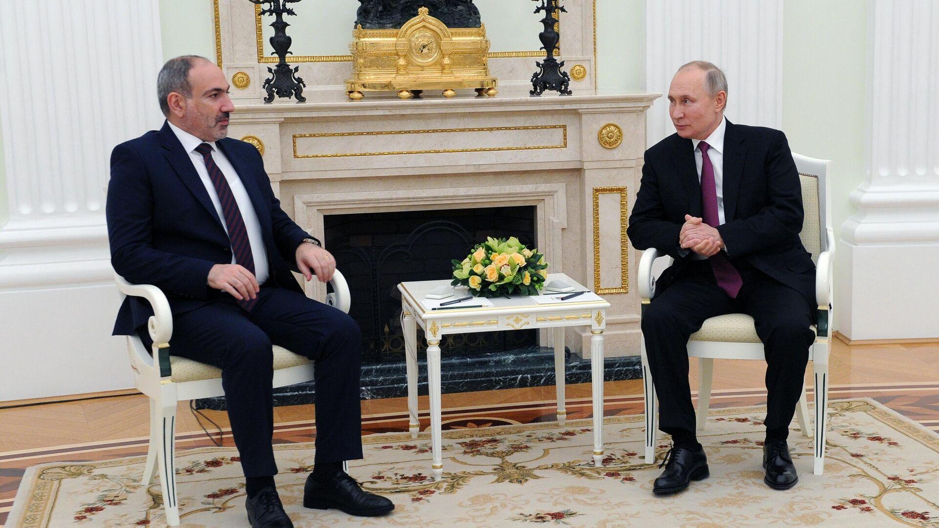 В Кремле рассказали о подготовке встречи Путина и Пашиняна