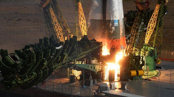 Запуск ракеты-носителя со стартовой площадки космодрома Байконур
