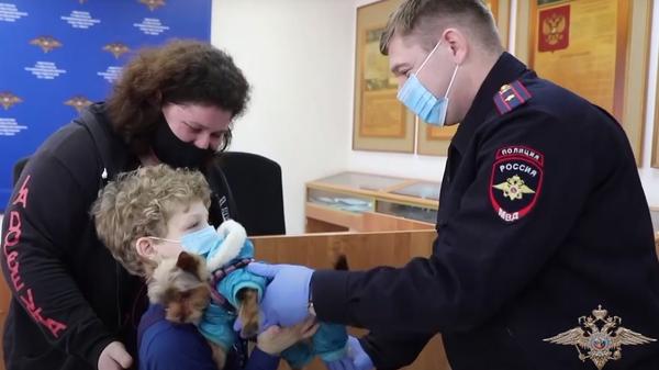 Нижегородские полицейские вернули мальчику похищенного щенка