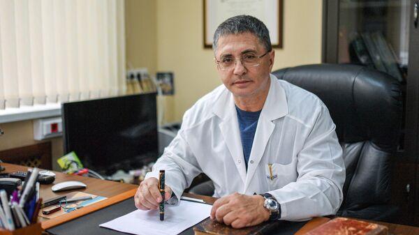 Главный врач городской клинической больницы №71 имени М. Е. Жадкевича Александр Мясников