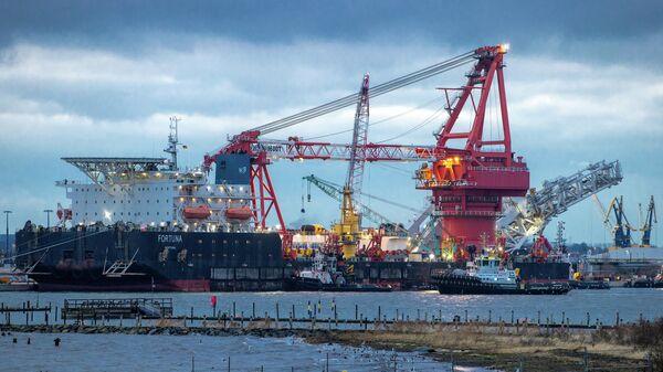 Трубоукладочное судно Фортуна в порту Висмар, Германия