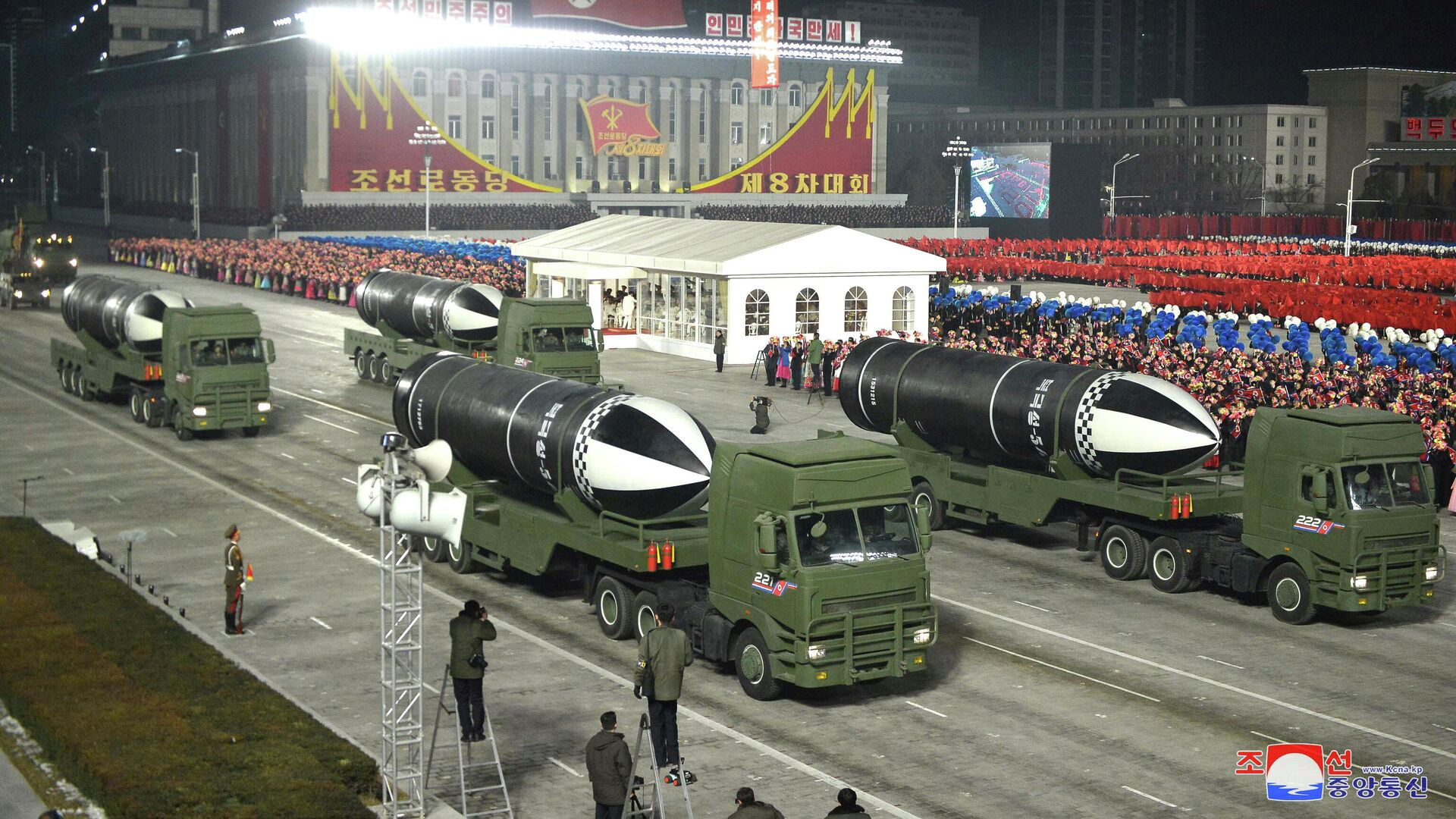 Военный парад по случаю VIII съезда Трудовой партии Кореи в Пхеньяне - РИА Новости, 1920, 15.01.2021
