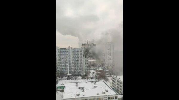 Кадры пожара жилого дома на северо-западе Москвы