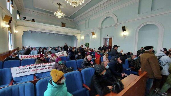 Участники акции протеста в здании облсовета Житомира, Украина