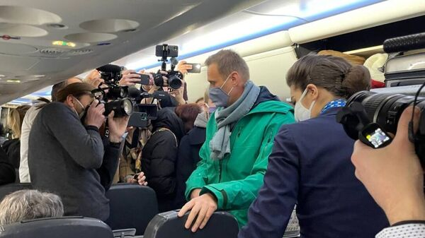 Алексей Навальный в салоне самолета авиакомпании Победа