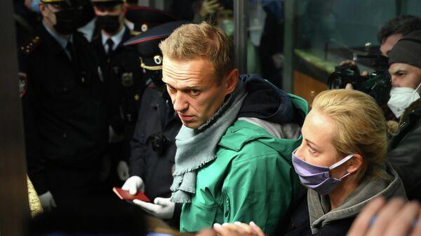 Алексей Навальный, прилетевший из Берлина рейсом авиакомпании Победа, в международном аэропорту Шереметьево в Москве