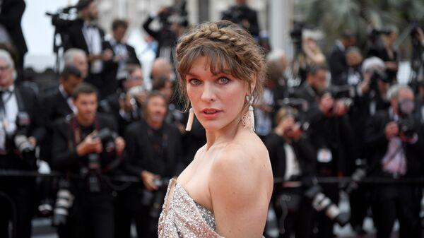 Актриса Милла Йовович на красной дорожке премьеры фильма Сибил в рамках 72-го Каннского международного кинофестиваля