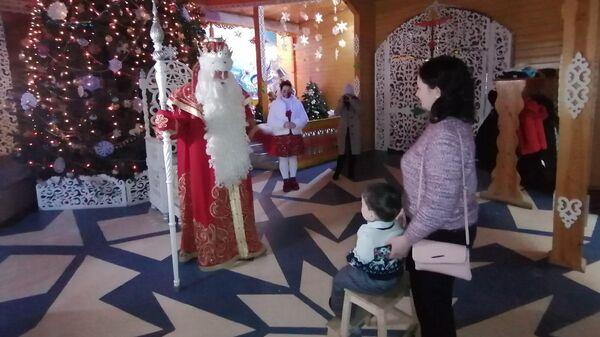 Никита Останин и его мама во владениях Деда Мороза в Великом Устюге