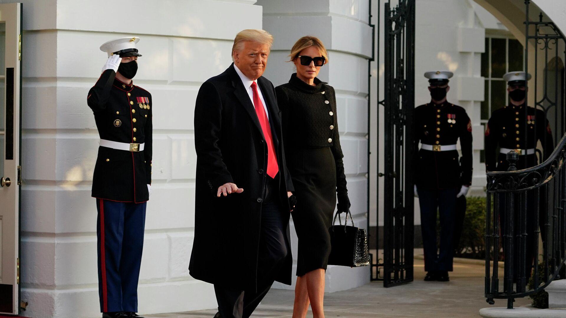 Президент США Дональд Трамп и его супруга Меланья покидают Белый дом - РИА Новости, 1920, 19.05.2021