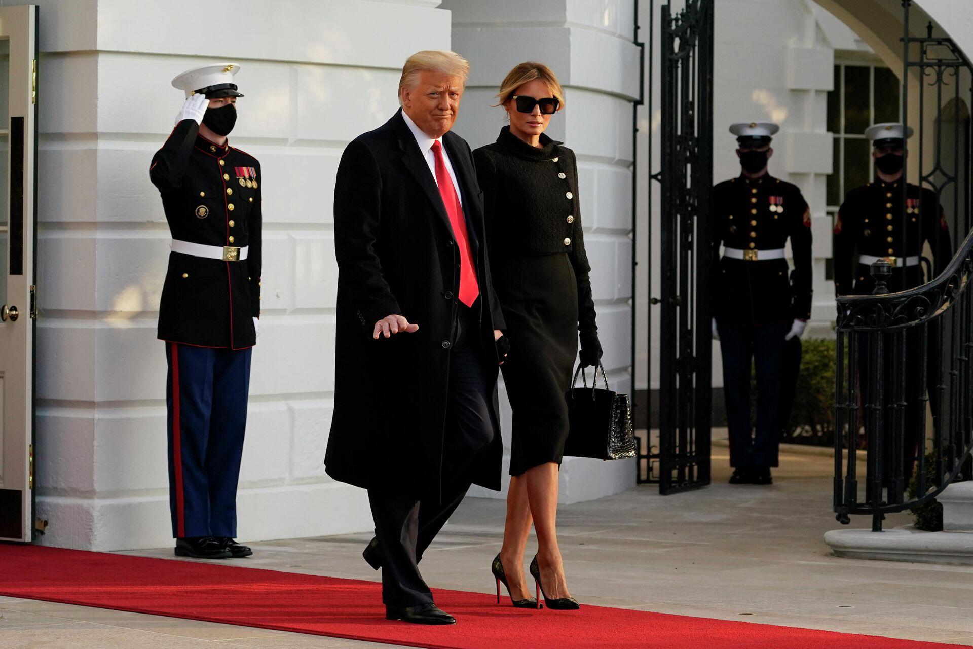 Президент США Дональд Трамп и его супруга Меланья покидают Белый дом - РИА Новости, 1920, 06.04.2021