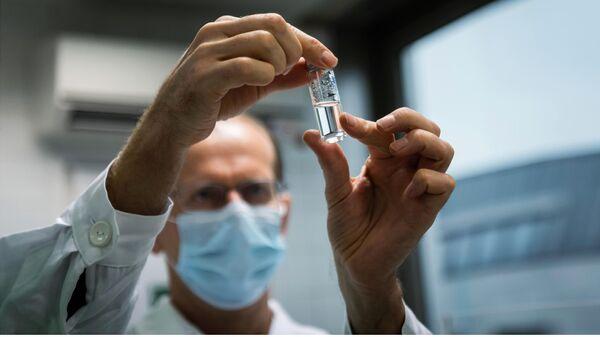 Российская вакцина Спутник V от коронавируса доставлена в Венгрию для клинических исследований