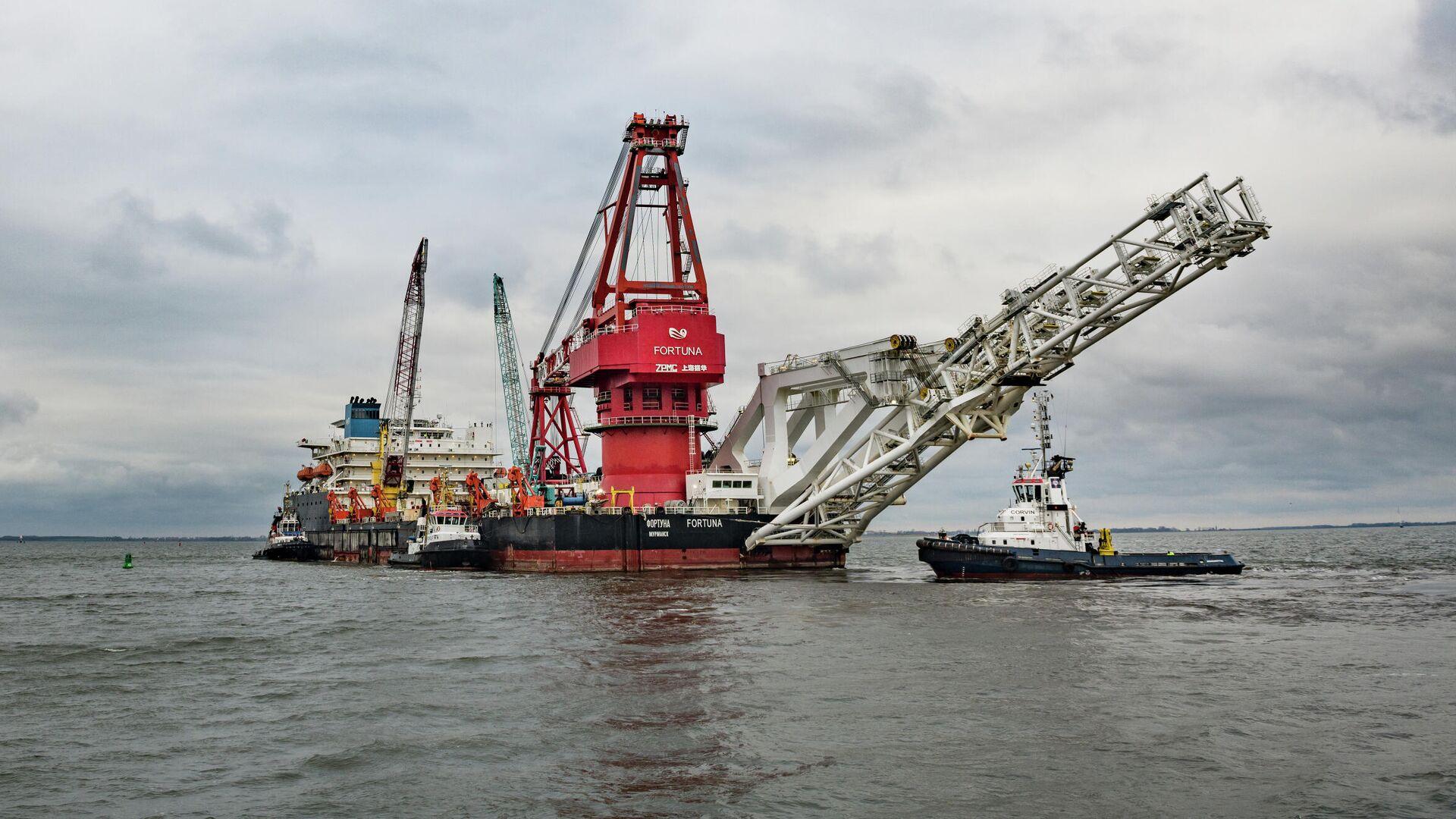 Судно-трубоукладчик Фортуна покидает порт Висмар - РИА Новости, 1920, 23.05.2021
