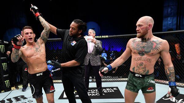 Дастин Порье (слева) и Конор Макгрегор после поединка на турнире UFC 257
