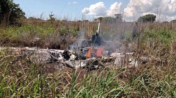 Фото с места крушения легкомоторного самолета, в котором погибли футболисты бразильского клуба Пальмас