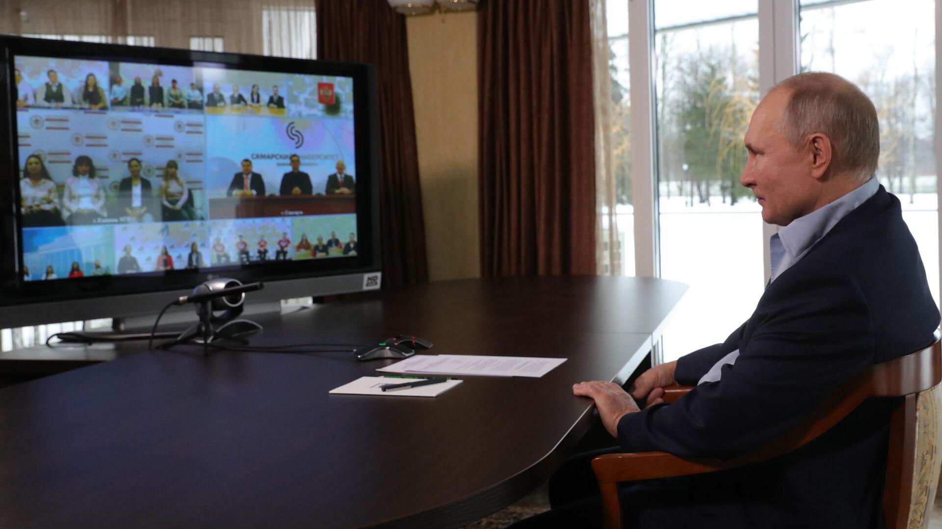 Президент РФ Владимир Путин проводит в режиме видеоконференции встречу с учащимися высших учебных заведений по случаю Дня российского студенчества - РИА Новости, 1920, 25.01.2021