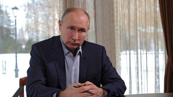 Президент РФ Владимир Путин проводит в режиме видеоконференции встречу с учащимися высших учебных заведений по случаю Дня российского студенчества