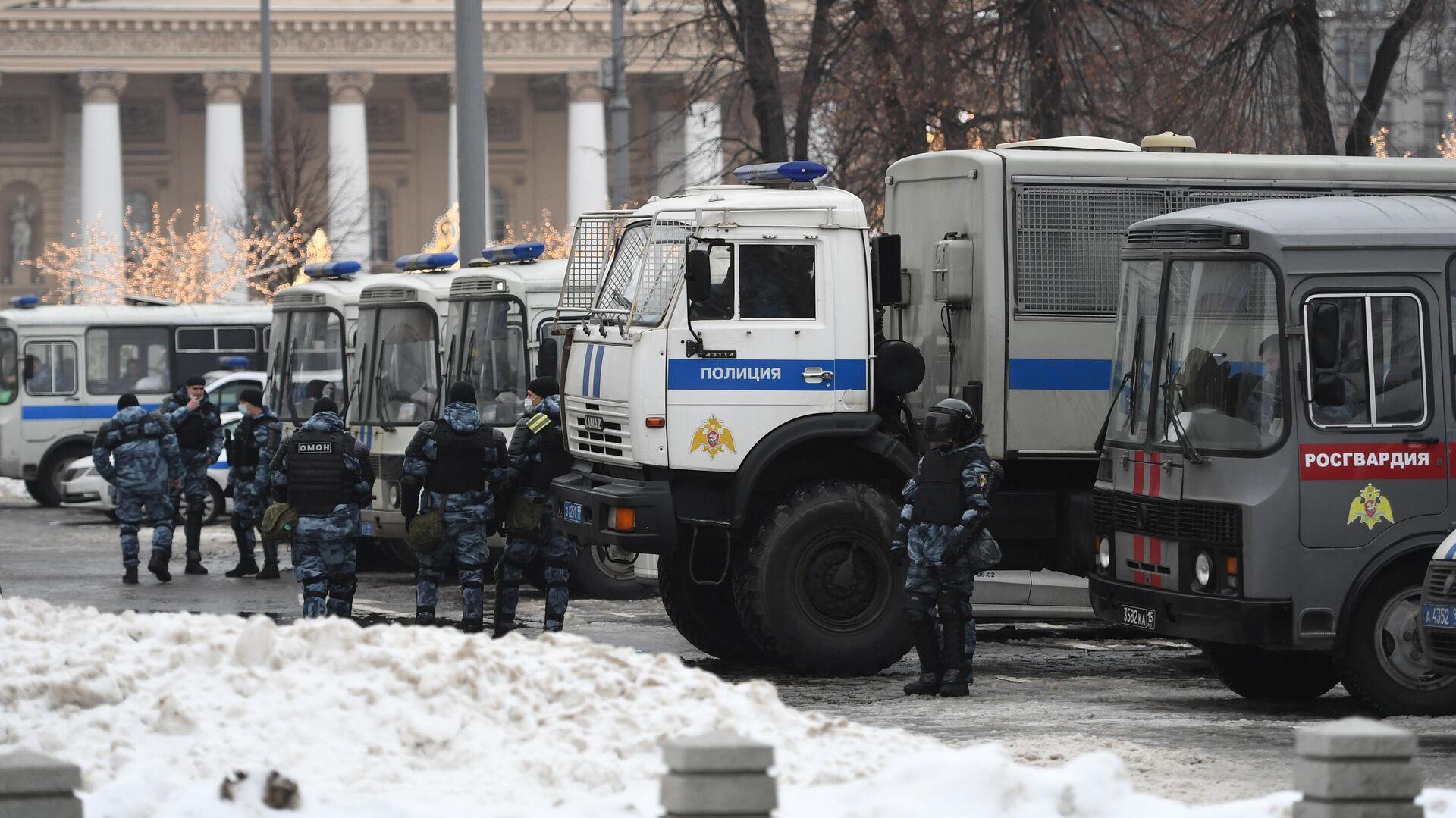 Сотрудники полиции на Театральной площади в Москве - РИА Новости, 1920, 28.01.2021