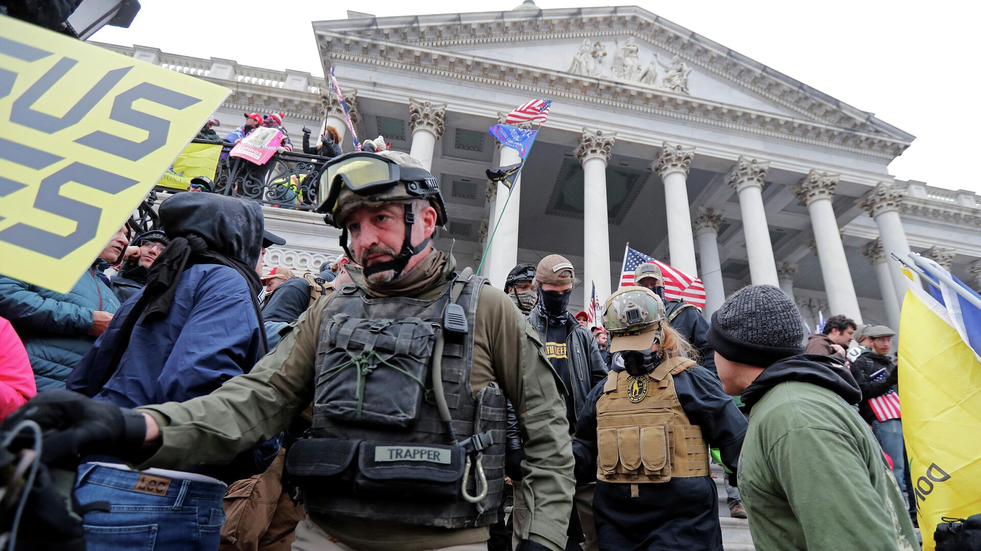 Члены организации Oath Keepers во время штурма Капитолия в Вашингтоне  - РИА Новости, 1920, 16.02.2021