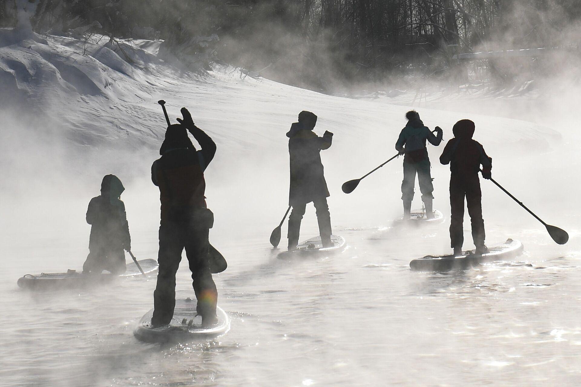 Зимний сап-серфинг в Новосибирске - РИА Новости, 1920, 29.09.2021