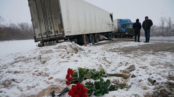 Цвета на месте аварии на трассе М5 под Сызранью