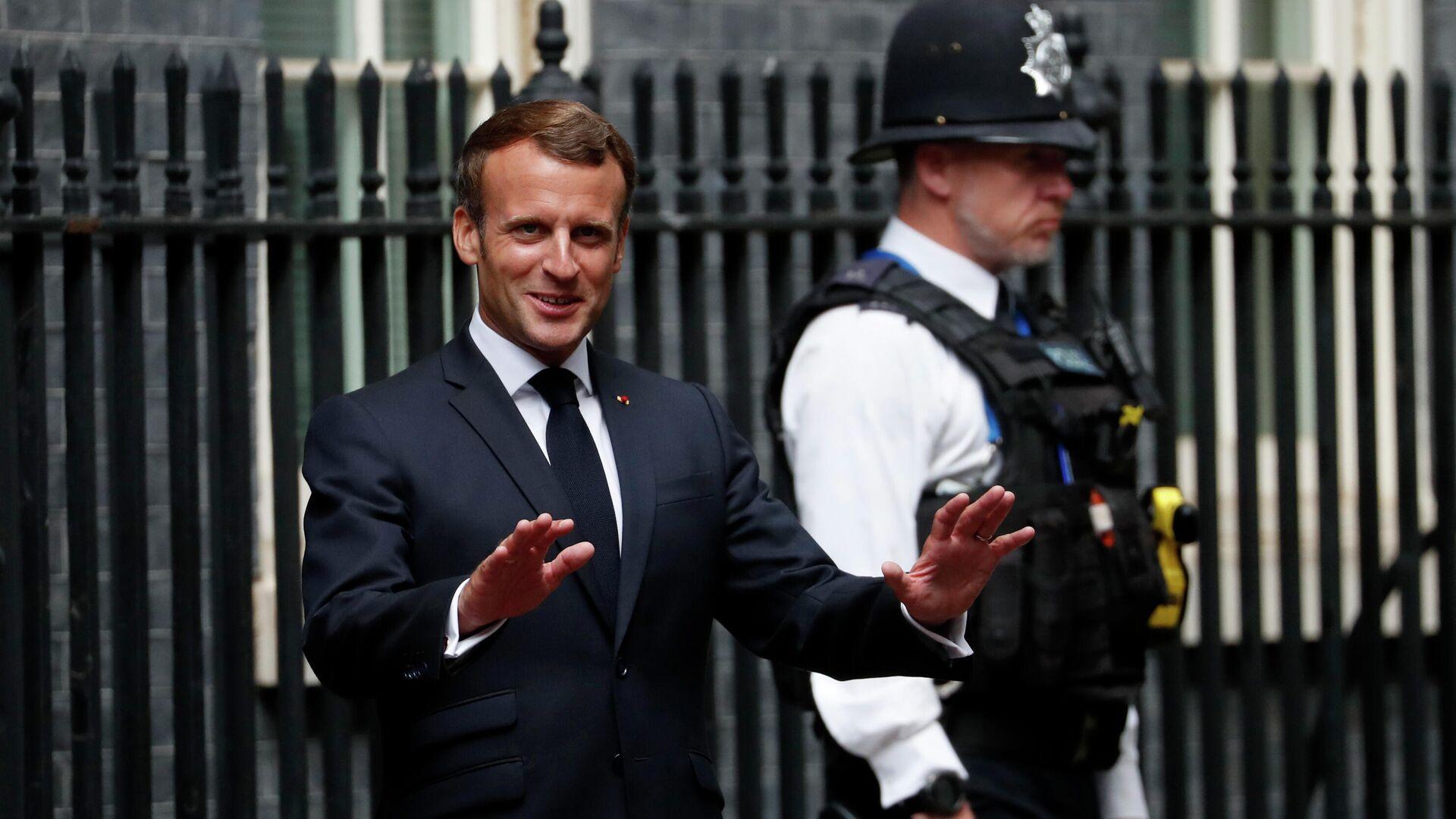 Президент Франции Эммануэль Макрон на Даунинг-стрит в Лондоне - РИА Новости, 1920, 24.09.2021