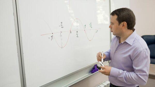 Учитель математики Михаил Гуров