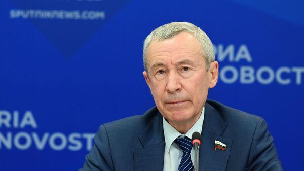 Председатель временной комиссии Совета Федерации по защите государственного суверенитета и предотвращению вмешательства во внутренние дела РФ Андрей Климов