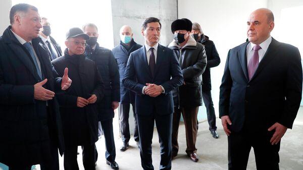 Председатель правительства РФ Михаил Мишустин во время осмотра инфраструктуры Ики-Бурульского группового водопровода в Калмыкии