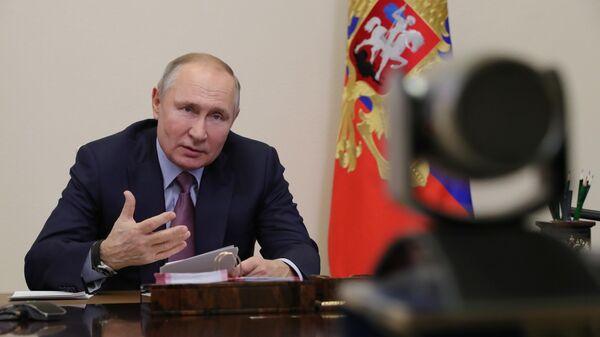 Президент РФ Владимир Путин во время встречи в режиме видеоконференции с лауреатами конкурса Учитель года России