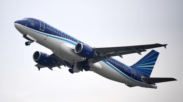 Самолет авиакомпании Azerbaijan Airlines в аэропорту Внуково