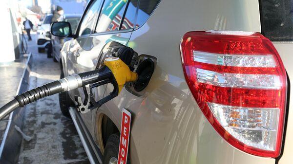 Заправка автомобиля на АЗС сети ННК в Хабаровске