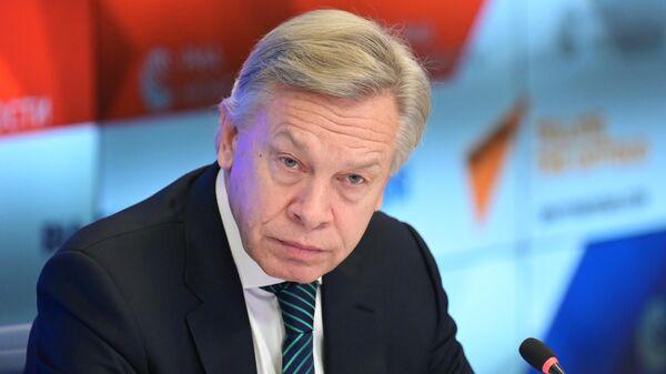 Алексей Пушков во время онлайн-брифинга в Международном мультимедийном пресс-центре МИА Россия сегодня в Москве