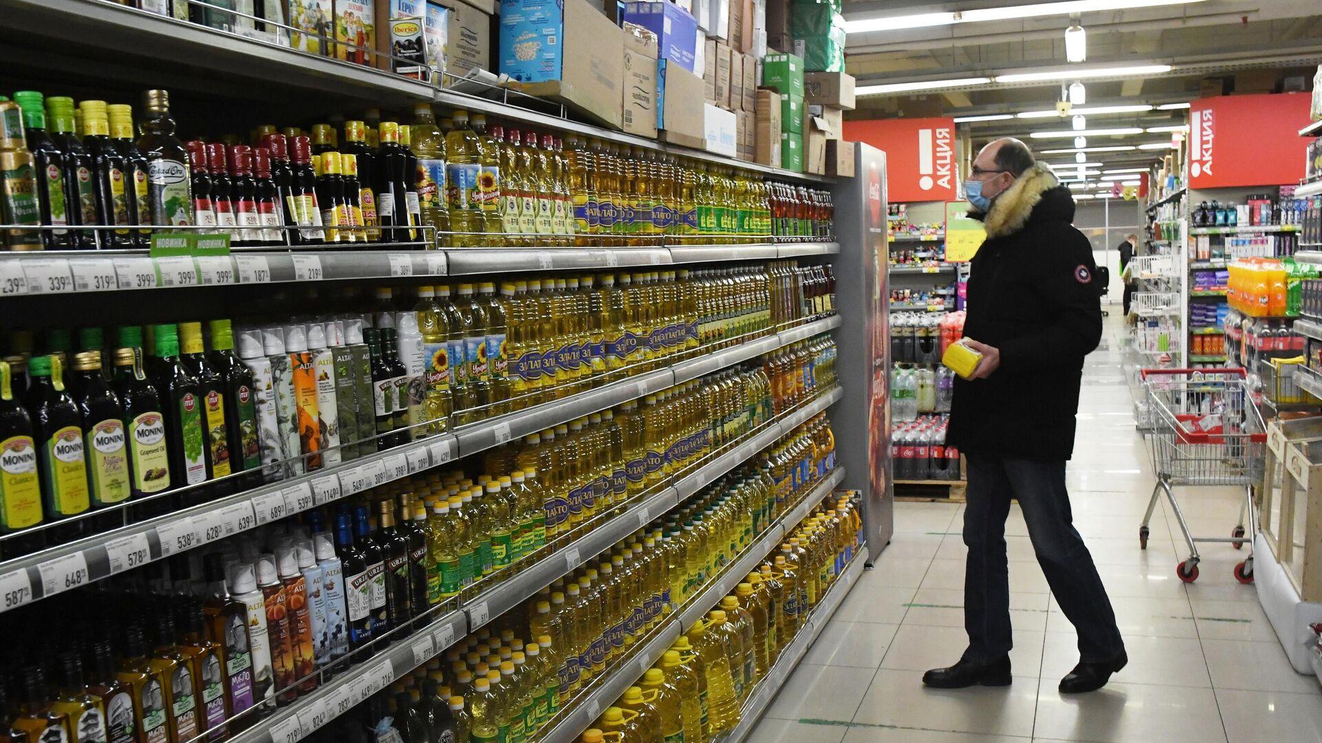 Покупатель в продуктовом магазине  - РИА Новости, 1920, 07.04.2021