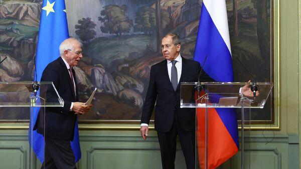 Министр иностранных дел РФ Сергей Лавров и верховный представитель Евросоюза по иностранным делам и политике безопасности Жозеп Боррель во время пресс-конференции