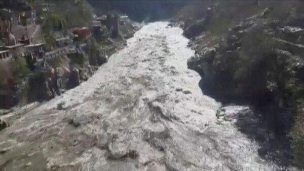 Сход ледника в Гималаях, Индия. Кадр из видео