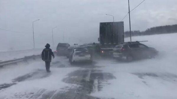 Кадры массового ДТП на трассе М5 Урал