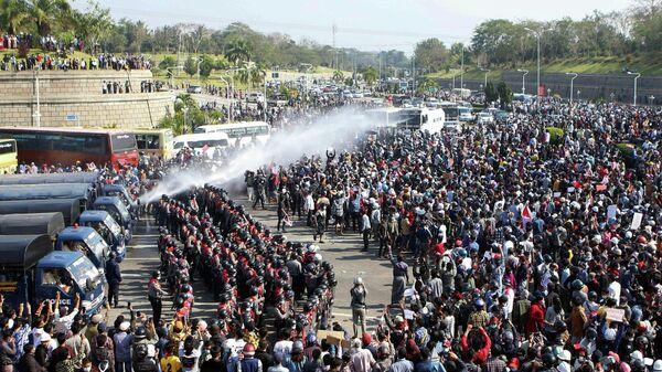 Протест в столице Мьянмы Нейпьидо