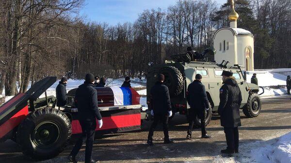 Похороны бывшего главкома ВМФ России адмирала Владимира Высоцкого на Троекуровском кладбище в Москве