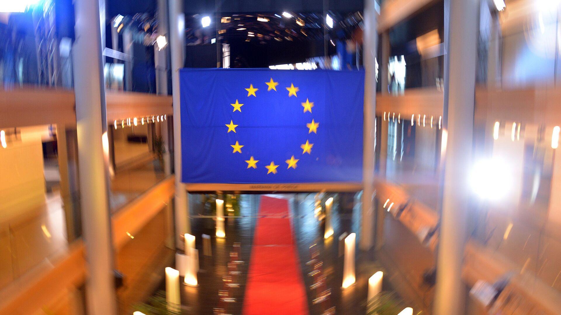 Флаг Евросоюза в главном здании Европейского парламента в Страсбурге - РИА Новости, 1920, 28.02.2021
