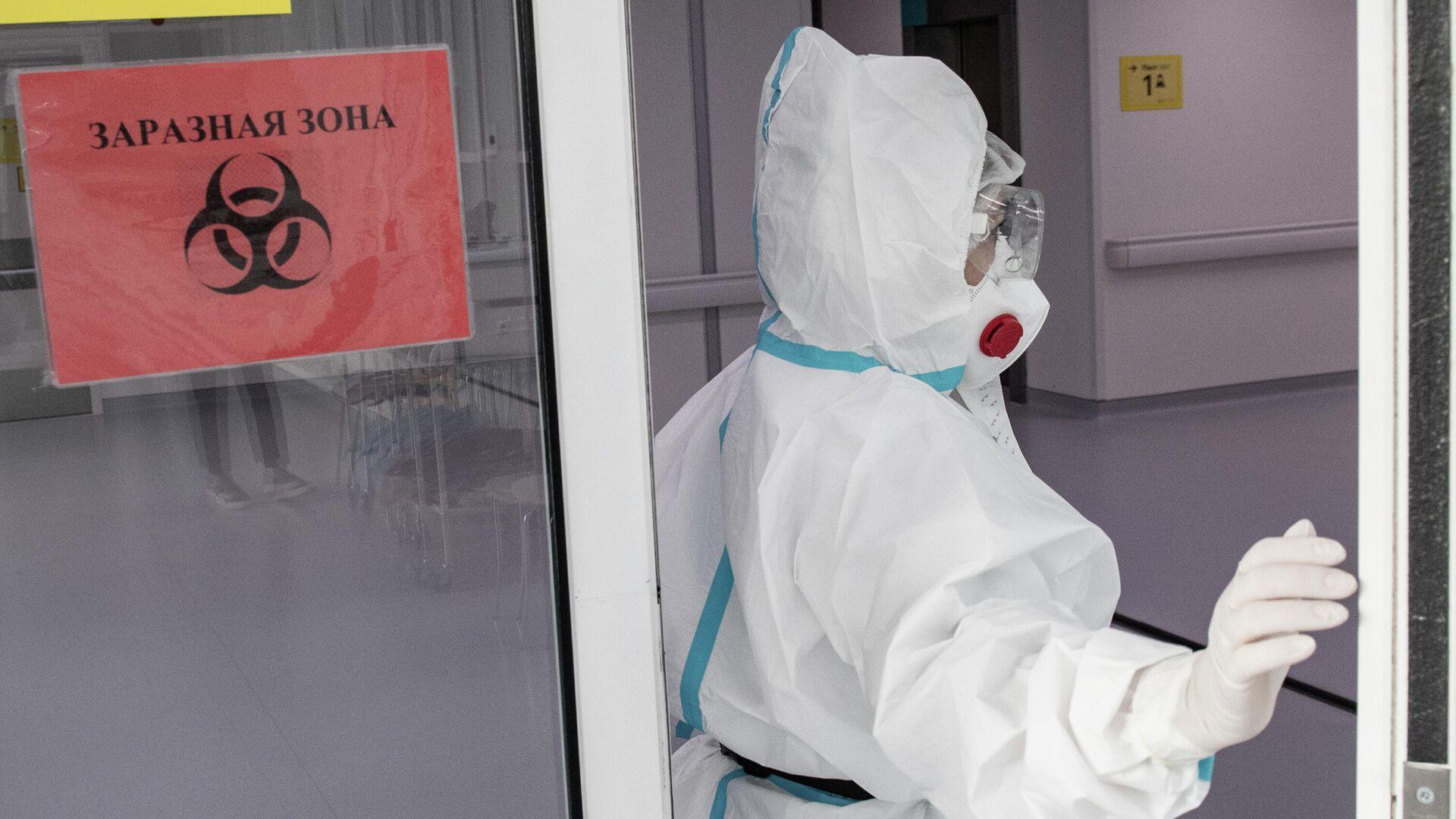 Врач городской клинической больницы №40 в Москве, где проходят лечение больные коронавирусной инфекцией  - РИА Новости, 1920, 04.07.2021