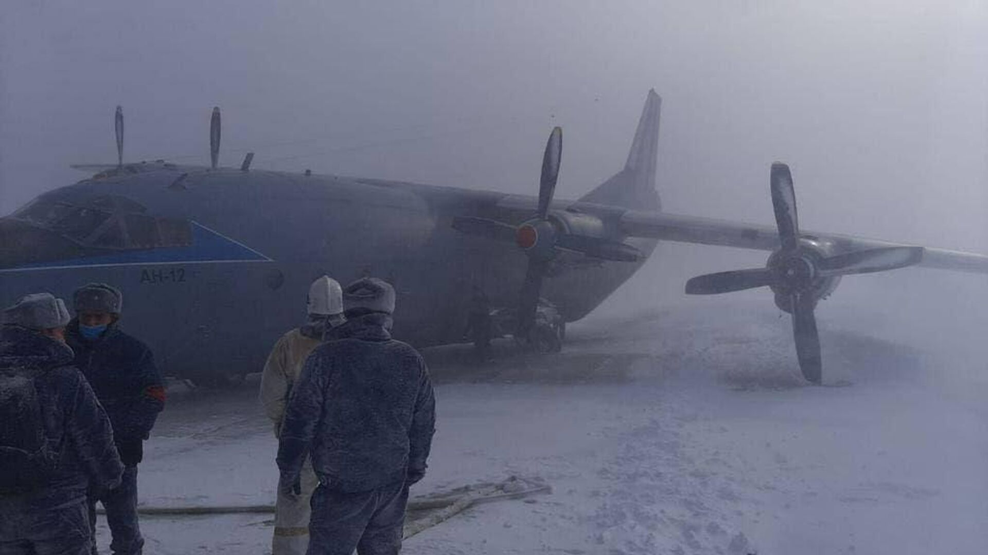 Место жесткой посадки самолета Ан-12БК на острове Итуруп - РИА Новости, 1920, 09.02.2021