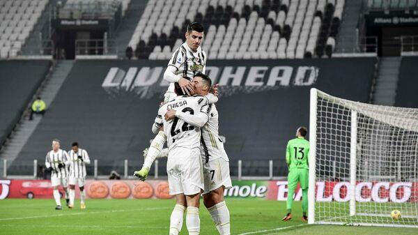 Футболисты Ювентуса в матче итальянской серии А