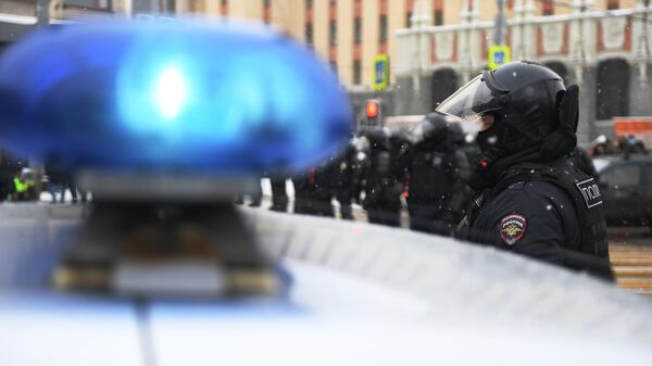 Сотрудники правоохранительных органов в районе Каланчевской улицы в Москве во время несанкционированной акции
