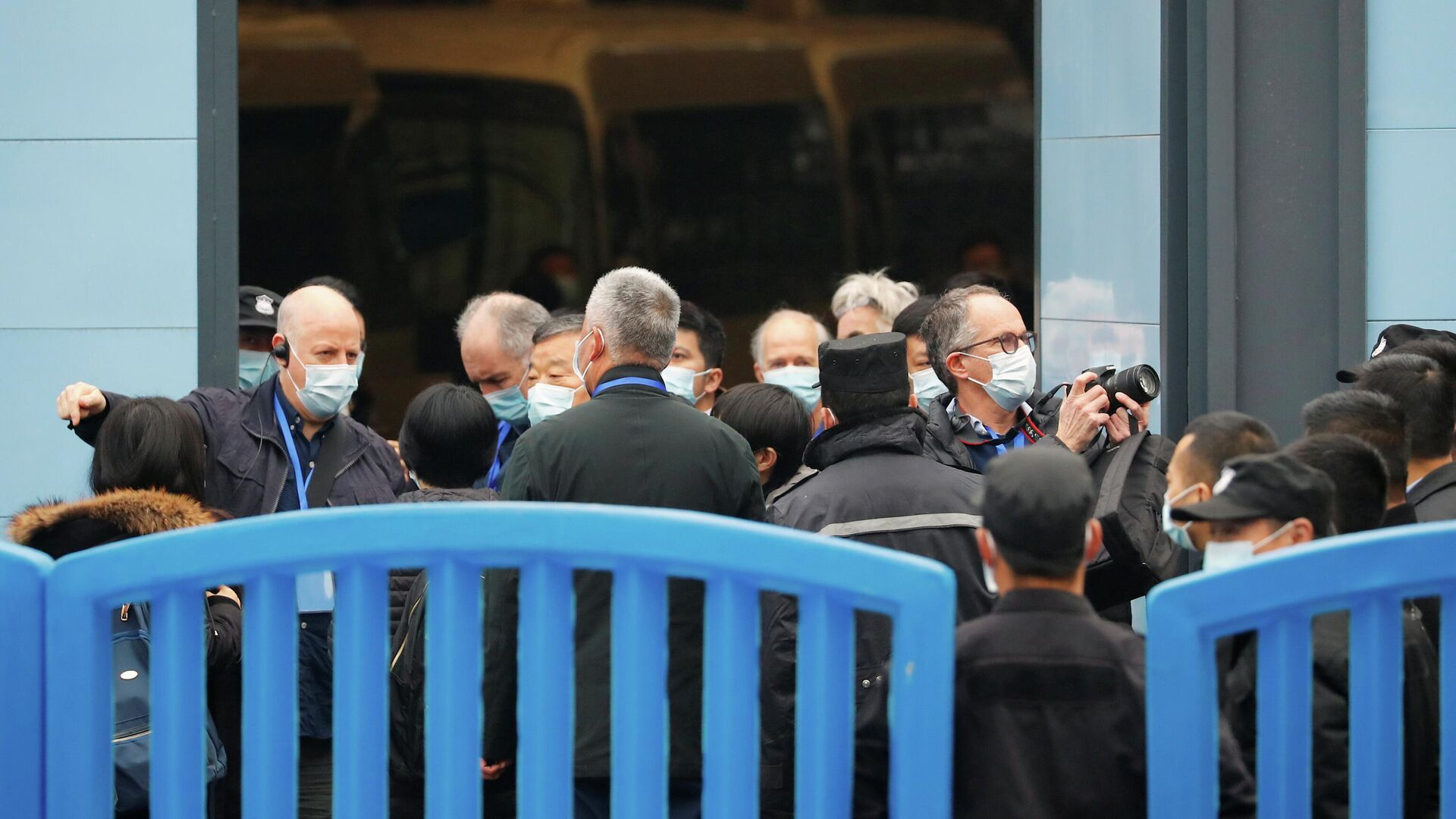 Эксперты ВОЗ во время посещения рынка морепродуктов Хуанань в Ухане - РИА Новости, 1920, 11.02.2021
