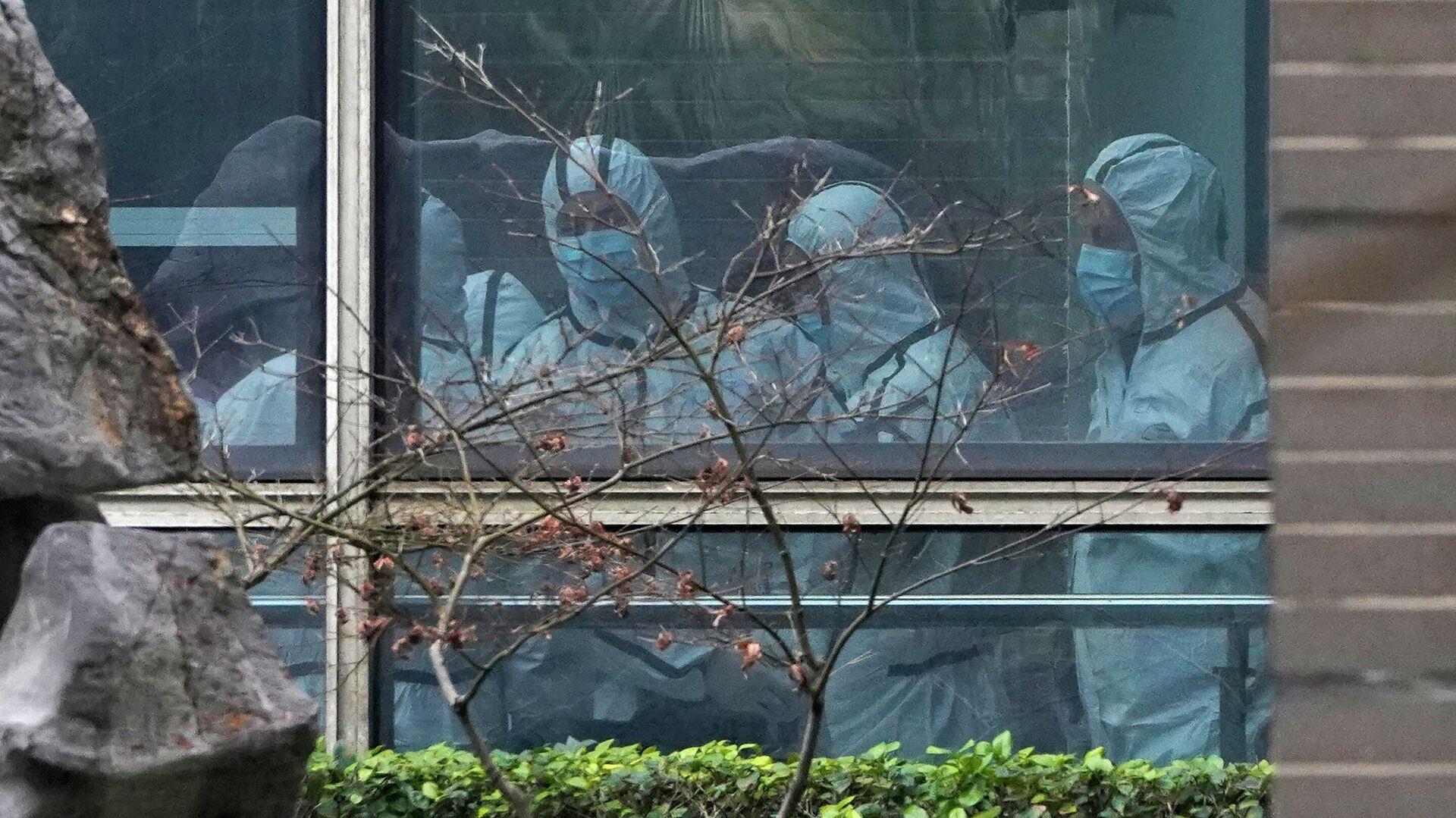 Эксперты ВОЗ во время посещения центра болезней животных в китайском городе Ухане - РИА Новости, 1920, 24.09.2021