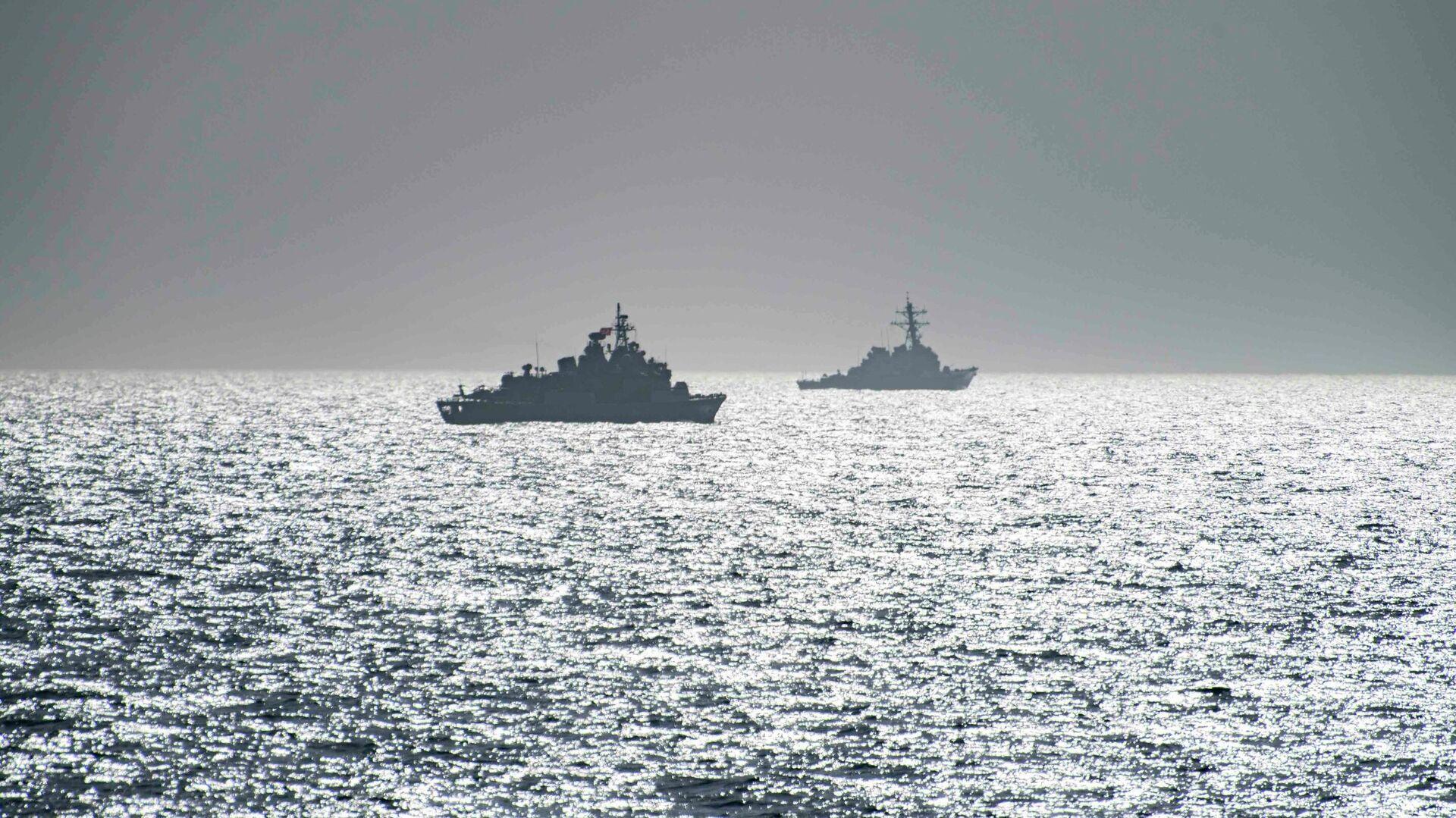Эсминец ВМС США Портер и фрегат TCG Orucreis турецких ВМС в Черном море - РИА Новости, 1920, 11.02.2021