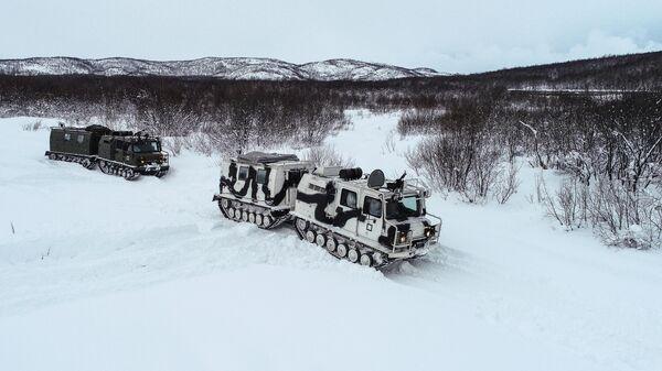 Военнослужащие разведывательного подразделения Печенгской бригады Северного флота на занятиях по тактической подготовке на боевых арктических вездеходах Алеут в Печенгском районе Мурманской области