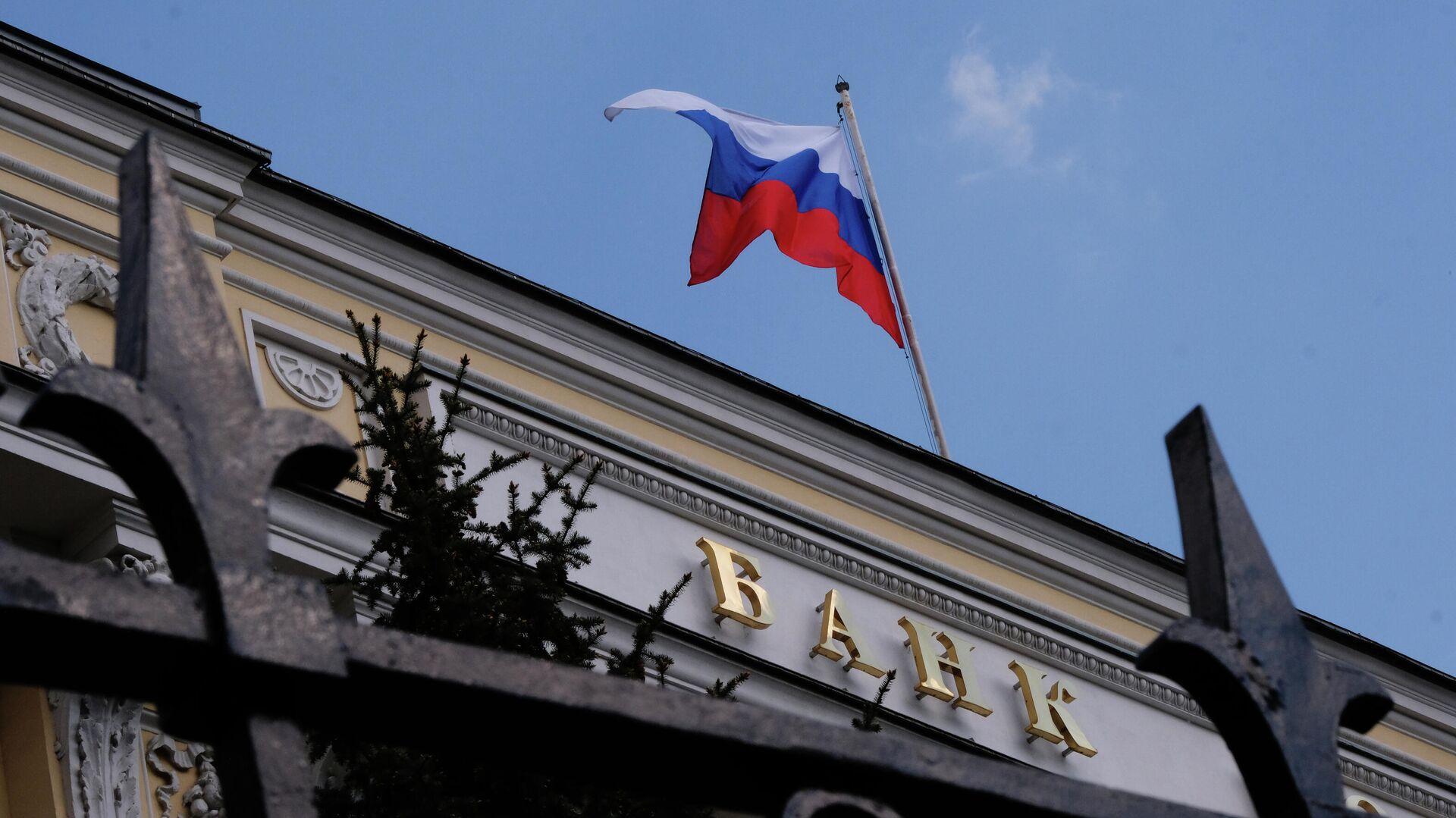 Банк России ужесточил регулирование выдачи потребительских кредитов в рублях