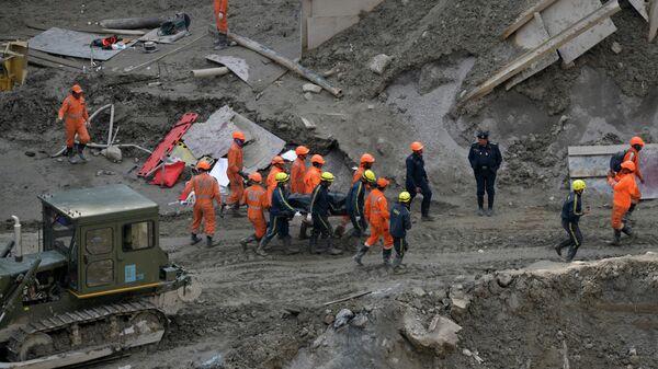 Спасатели на месте обрушения ледника в индийском штате Уттаракханд