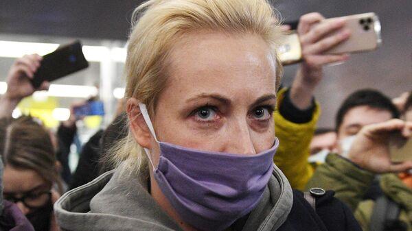 Супруга Алексея Навального Юлия, прилетевшая из Берлина рейсом авиакомпании Победа, в международном аэропорту Шереметьево в Москве